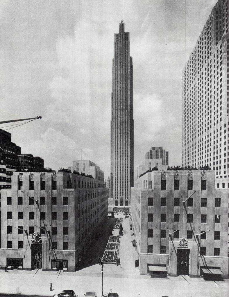 Вид на Рокфеллеровский центр с 5-ой Авеню. Июль 1935 года.