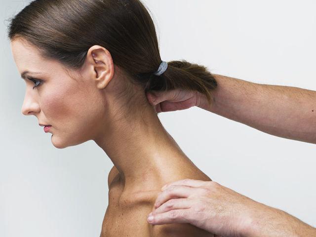 Массаж воротниковой зоны шеи головы