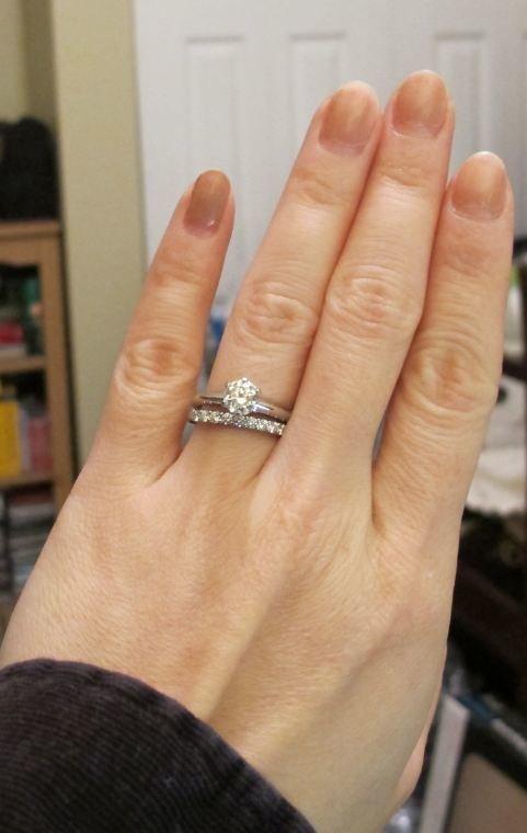 фото обручальные кольца с камнями