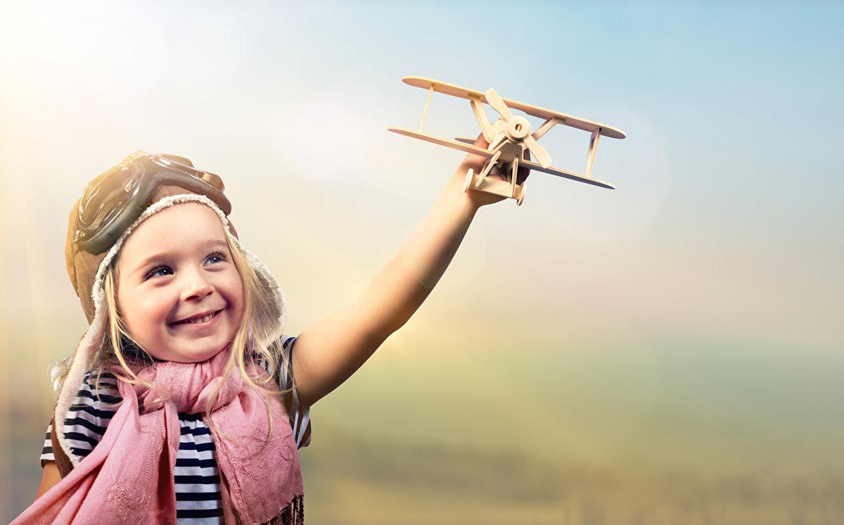 Смешные картинки с мальчиком и девочкой в самолете