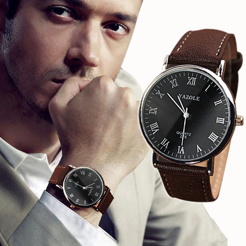 Мужские наручные часы коричневого цвета.