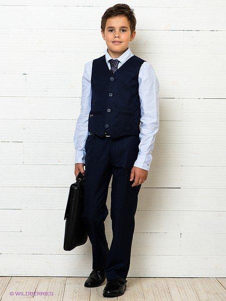 мальчик с портфелем в форме