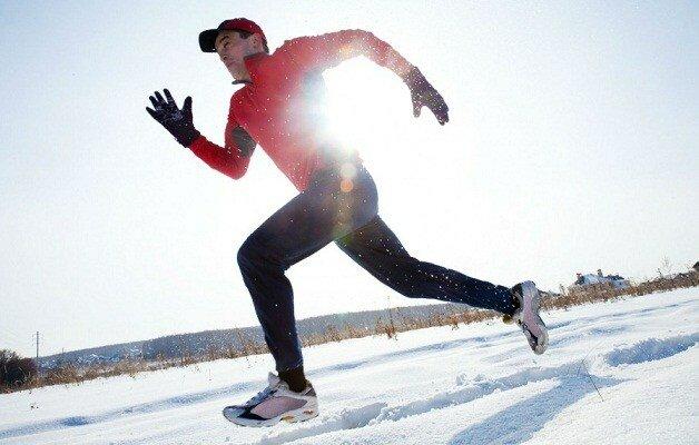 Комфортными условиями для бега зимой являются:  Температура до -15 градусов Низкая влажность Безветренная погода.