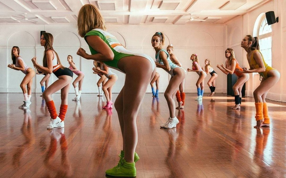 фото девушек в танцевальных раздевалках когда ребята