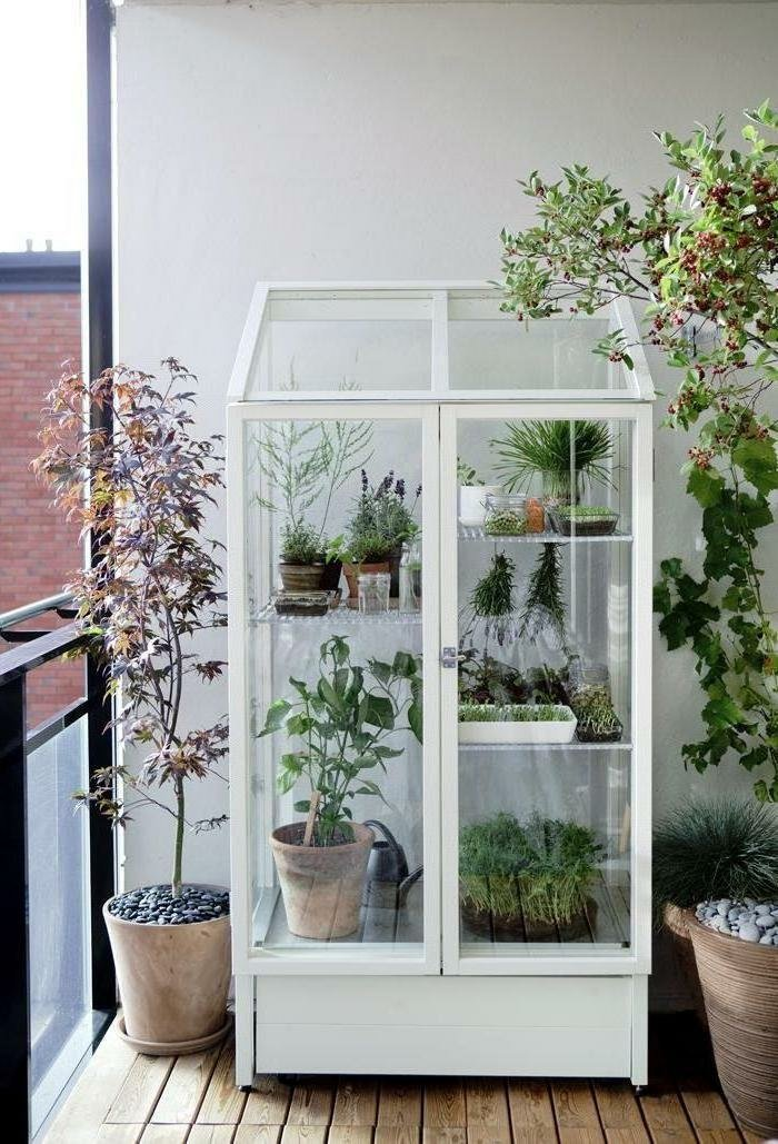 На балконе вы можете обустроить оранжерею и даже небольшой о.