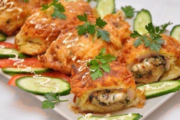 Котлеты с грибами в картофельной шубеРецепт. свинина вырезка 400 г, шампиньоны 150-200 г, сыр твердый 100 г..