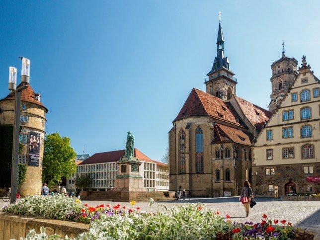 город Штутгарт и его достопримечательности в виде памятников и архитектуры