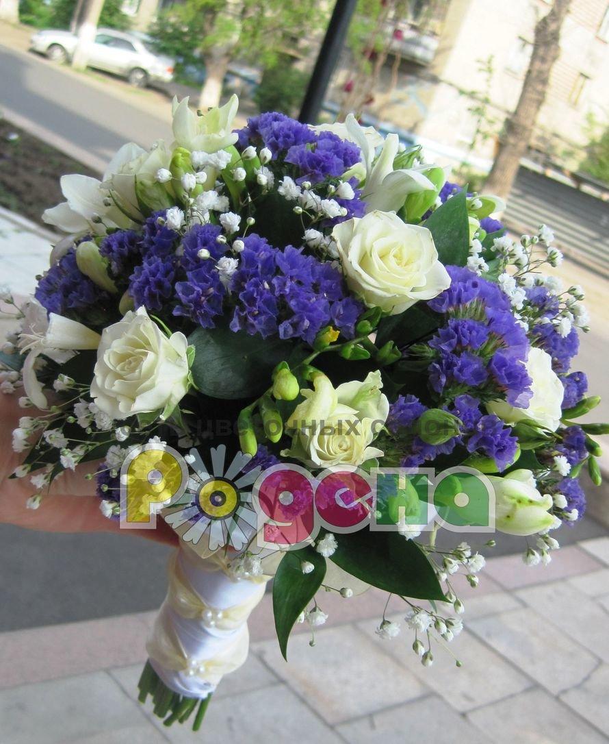 Свадебные букеты из статицы и белых роз