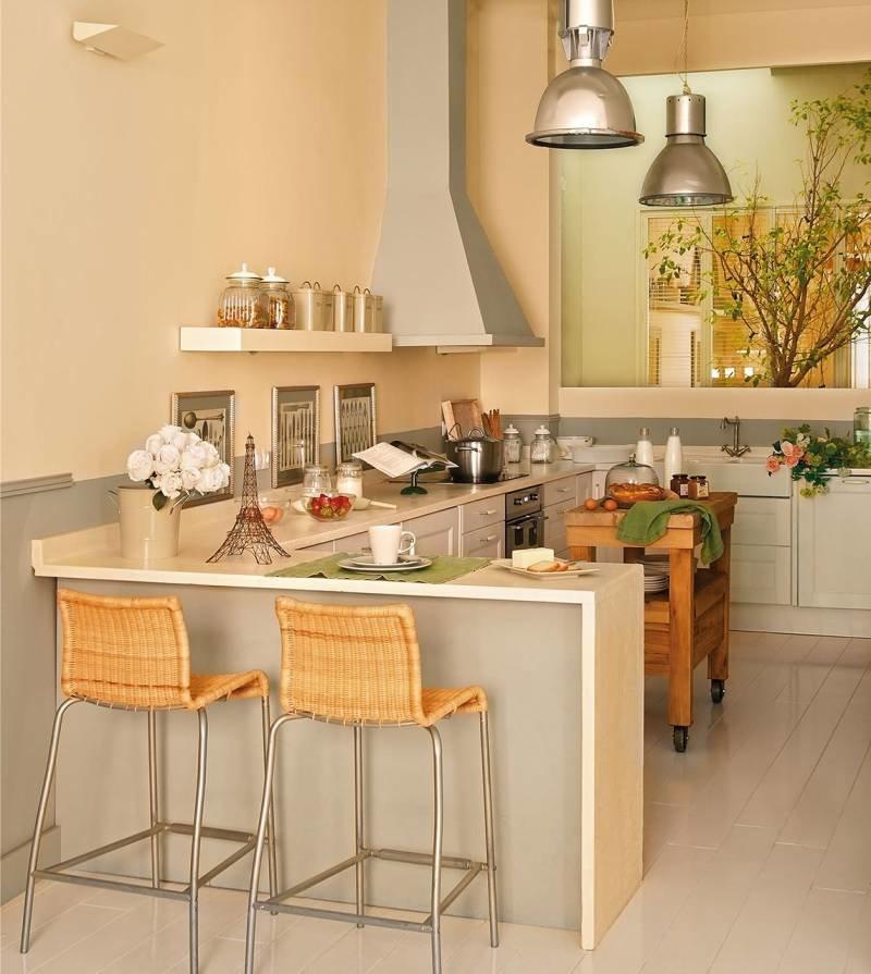 Плетеные стулья на металлическом каркасе для персиковой кухни