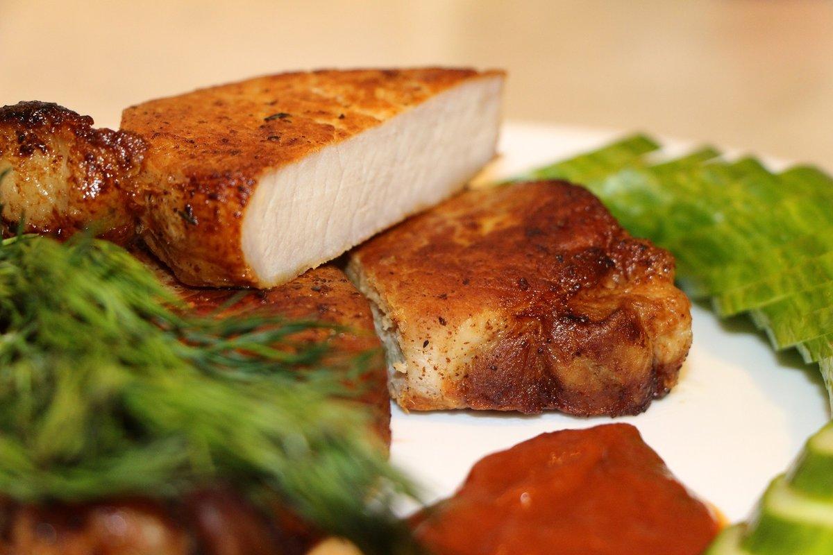 как пожарить стейки из свинины на сковороде
