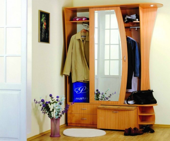 Чтобы правильно подобрать мебель для маленькой прихожей в хр.
