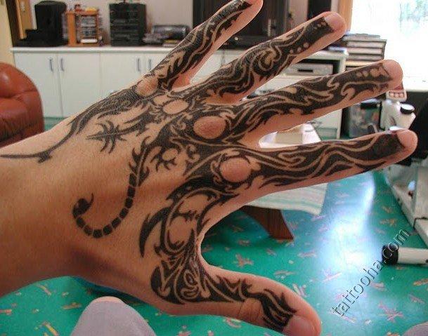 военослужаший рисовычные татушки на цельной стороны руки газонокосилки