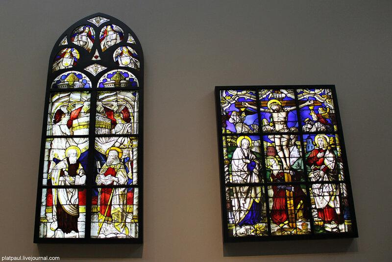 Витраж из  Германии, 1520-30г, представлен в музее Виктории и Альберта. Очень здорово, что за ними прячется подсветка и их можно разглядывать в полном совершенстве!