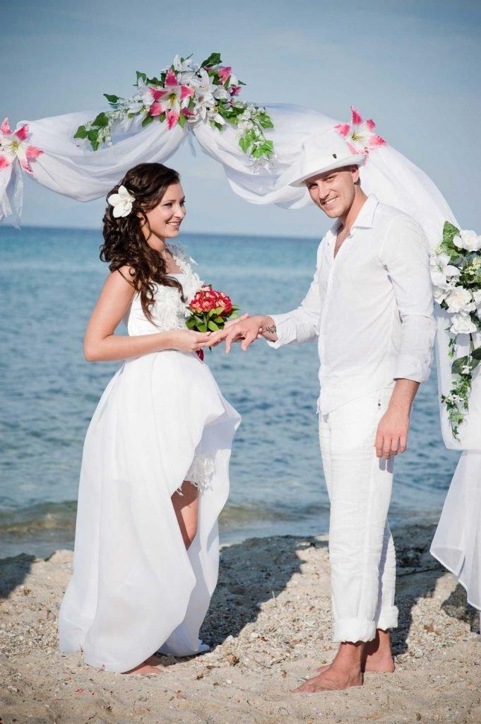 образ жениха в белой шляпе