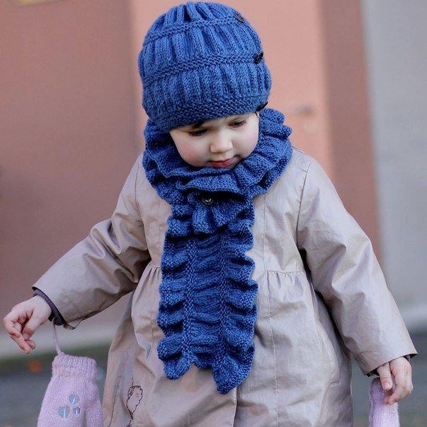 Синий комплект согреет малышку в прохладные осенние дни