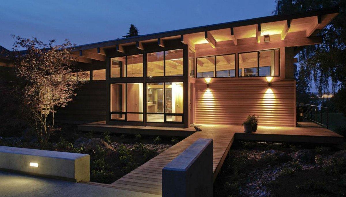 освещение фасада деревянного дома