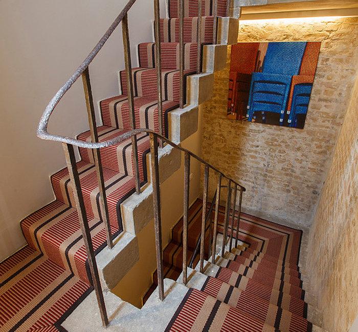 Лестница — необходимый элемент для дома, где необходимо обеспечить вертикальную связь между этажами.