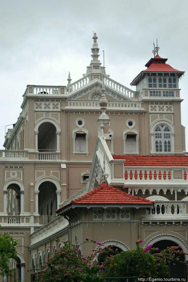 В самом дворце ага-хана расположена выставка-музей ганди.