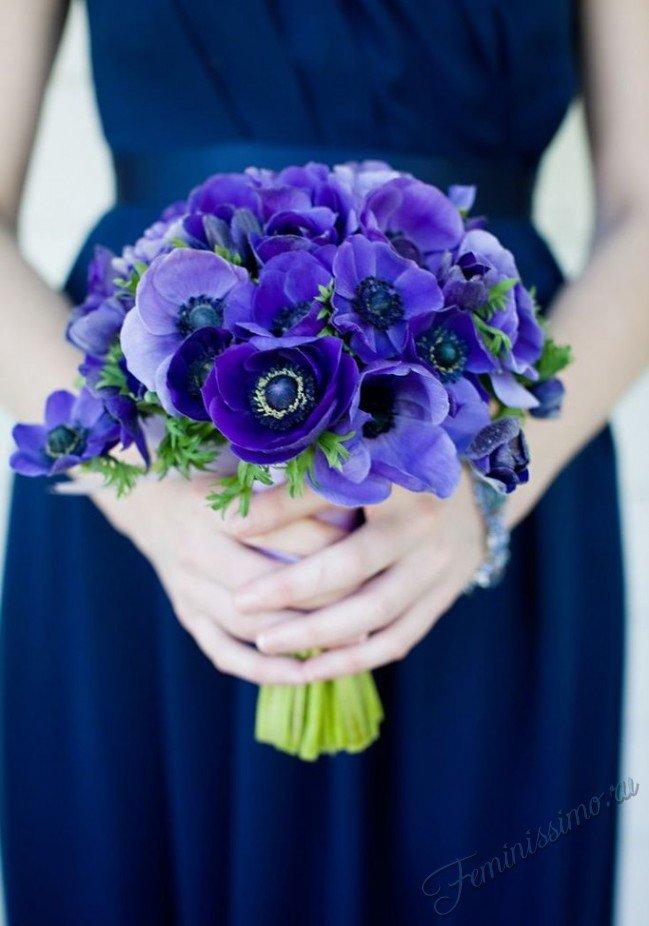 Букет с фиолетовыми анемонами