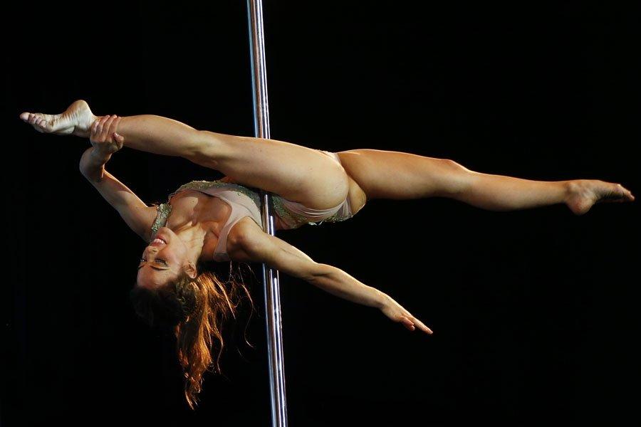 stole-ero-video-gimnastika-muzhchini-i-devushki-onlayn-zrelie-podarok
