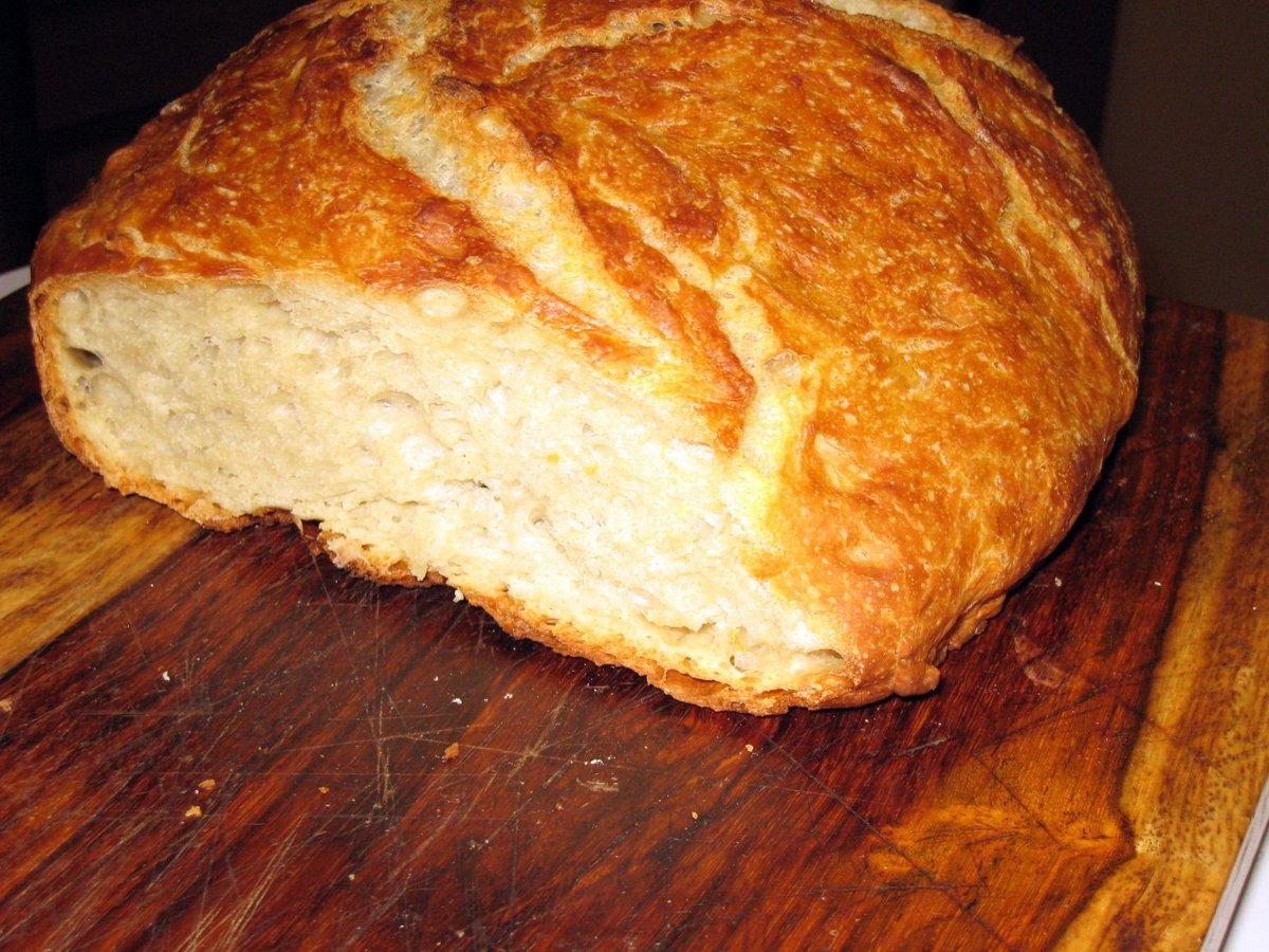 Домашний хлеб в духовке получается очень ароматным и вкусным.