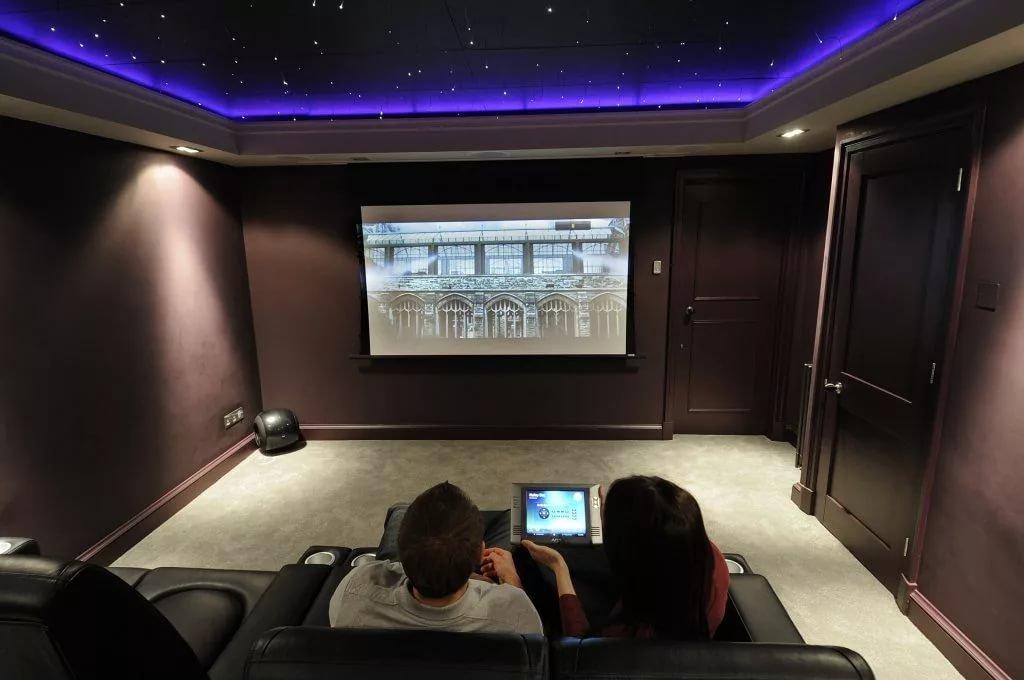 проектор для домашнего кинотеатра картинка первую