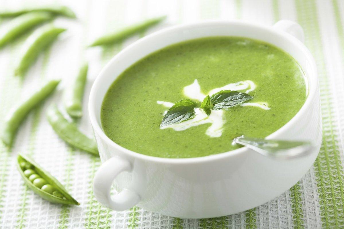 Горох сухой зеленый лущеный — 1,5 стакана, морковь — 1 штука, лук репчатый — 1 штука, картофель — 2 штуки, масло подсолнечное рафинированное — 40 мл, соль — по вкусу, перец черный молотый — по вкусу.