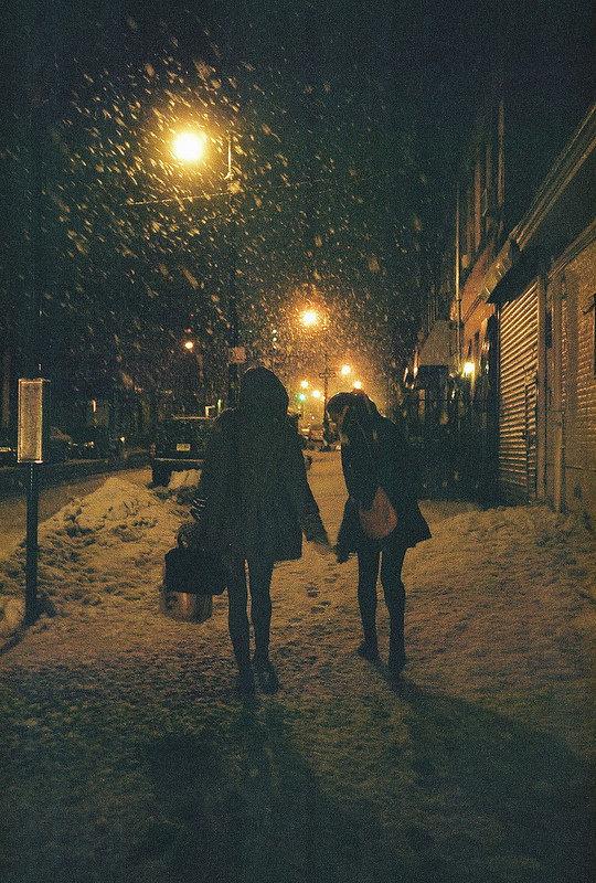Картинки девушки в темноте зимой