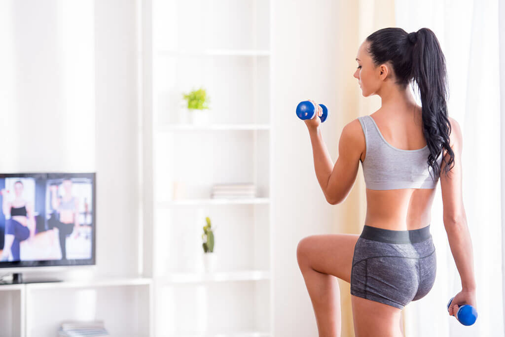 Фитнес для бедер в домашних условиях