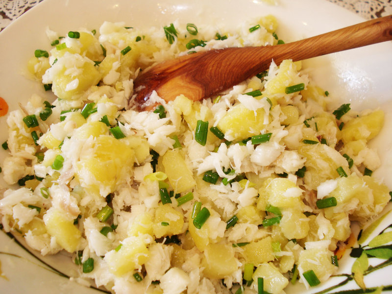 Рыбный салат с картошкой