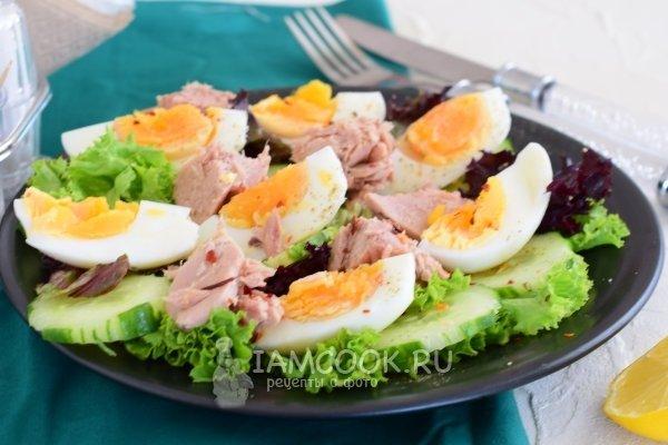 тунцом огурцом с консервированным и яйцом Салат