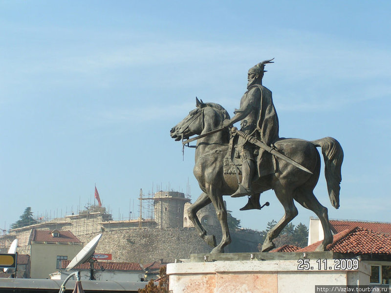 Панорама памятник и местной крепости