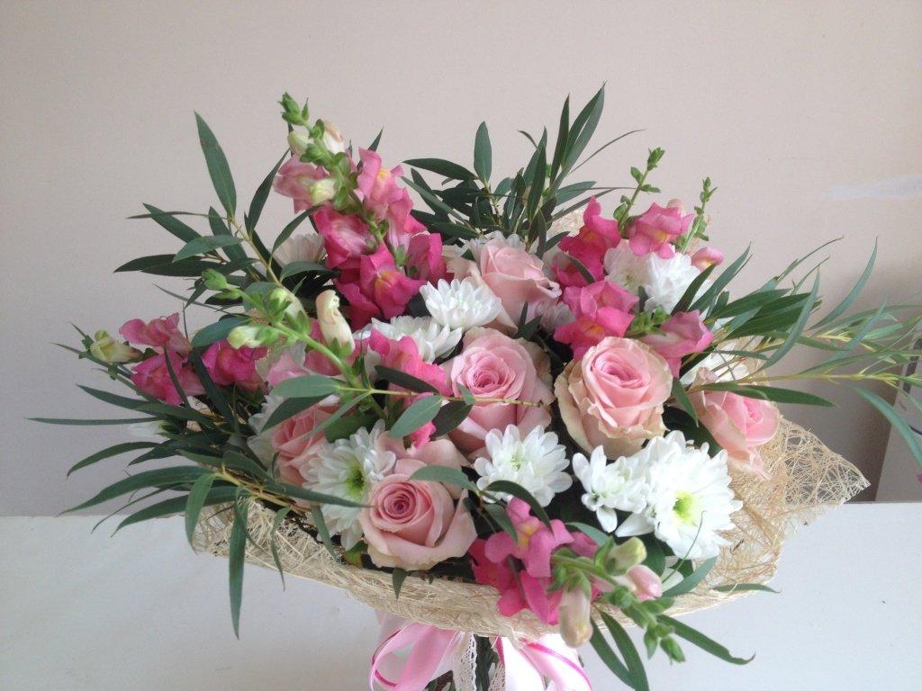 Оформление композиций букетов цветов, магазин цветов доставкой