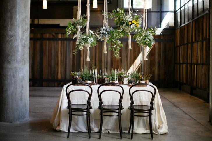 Декор свадебного зала подчеркнет важность момента, наполнит праздник радостью и вызовет восторг у молодоженов и их гостей.
