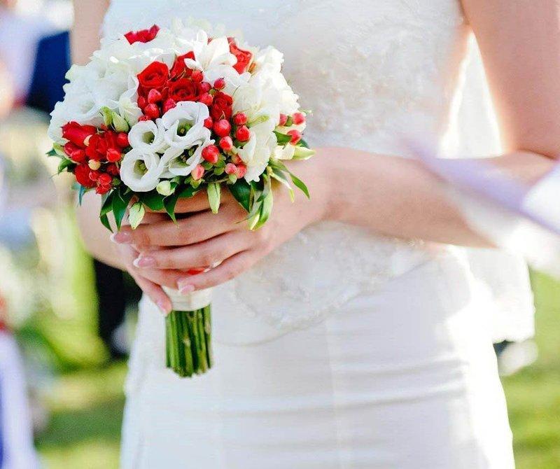 Эустомы в букете невесты