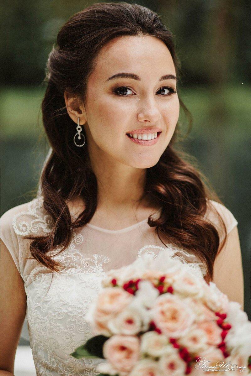 Свадебное агентство Белый Шоколад поможет сделать самую красивую свадебную прическу и макияж!