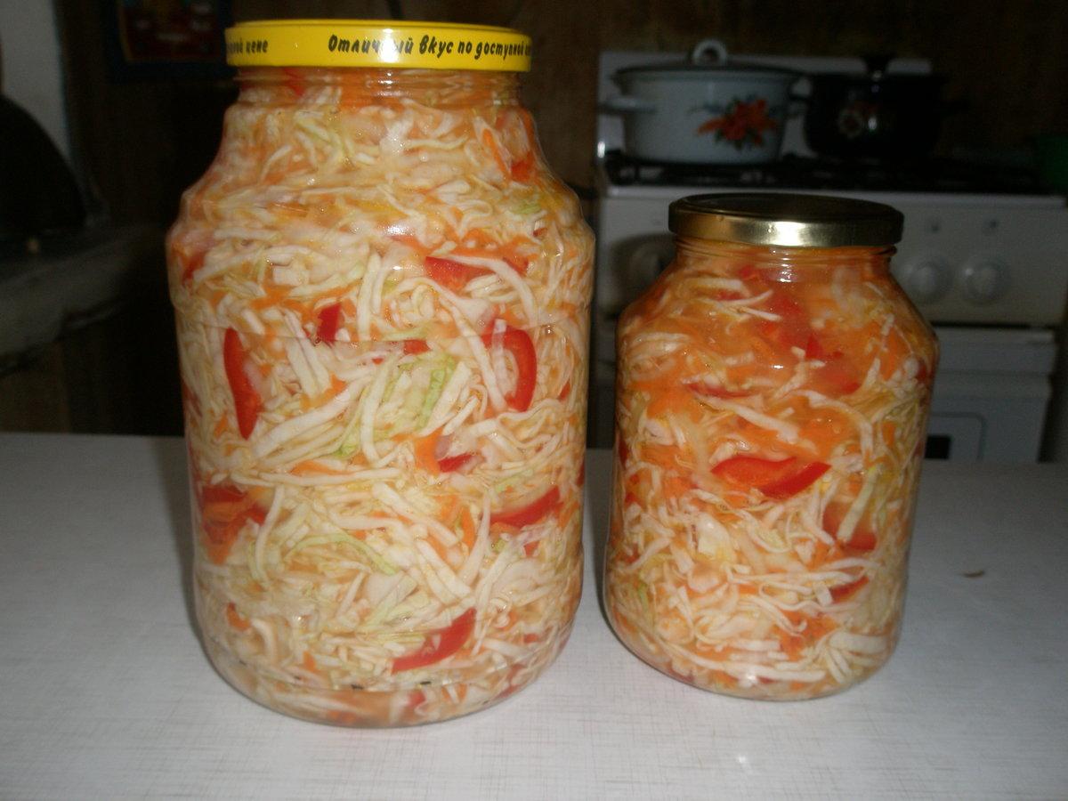 Этот салат очень быстро готовится и так же быстро съедается.