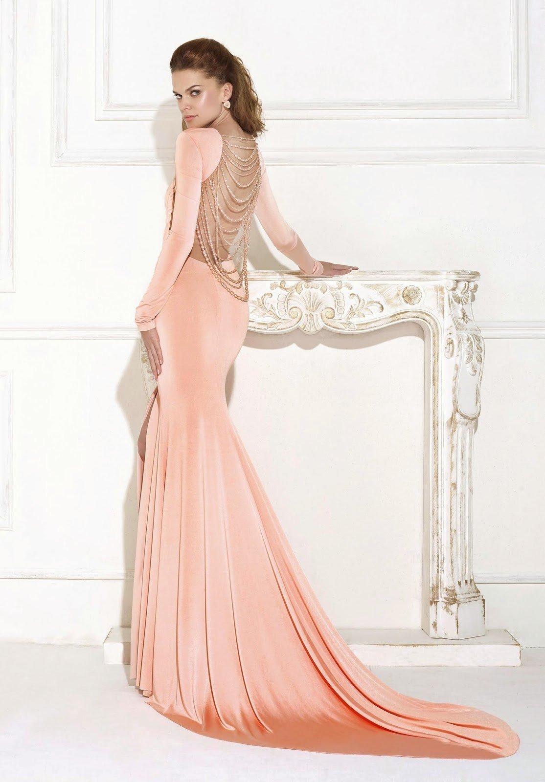 фото сзади платья чайной розы с шлейфом марфино есть развалины