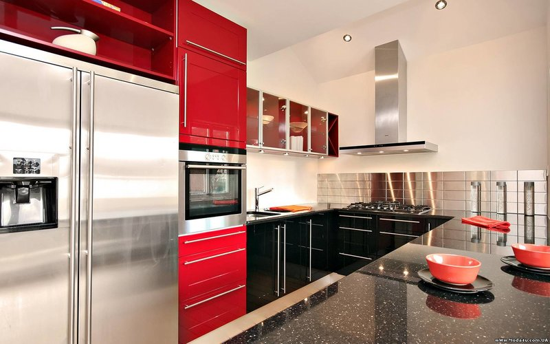 интерьер кухни в строгом стиле