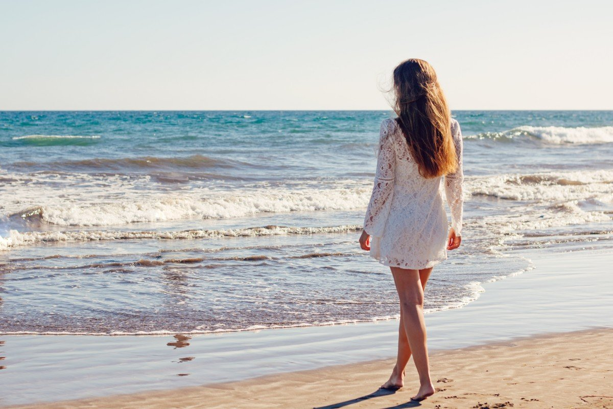 Солнечный день, картинки девушки на море без лица