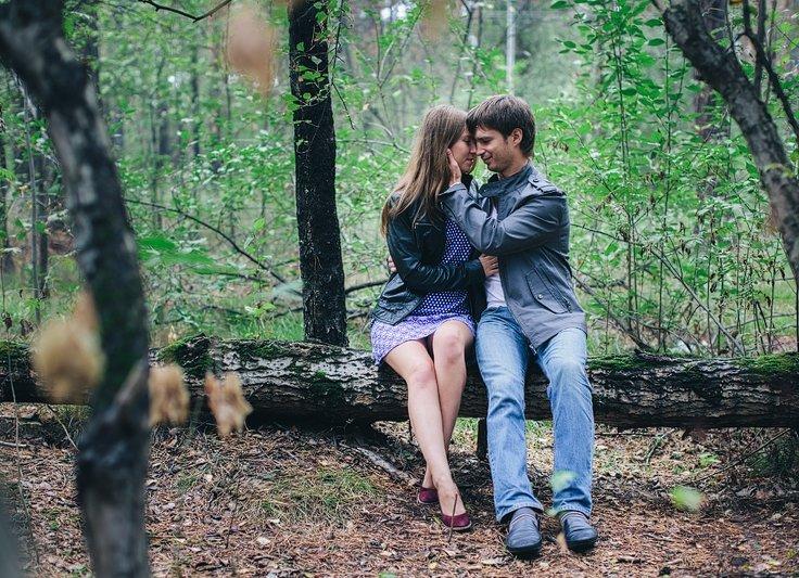 Парень познакомился с девушкой и трахнул ее на природе, ебля толстым коротким хуем