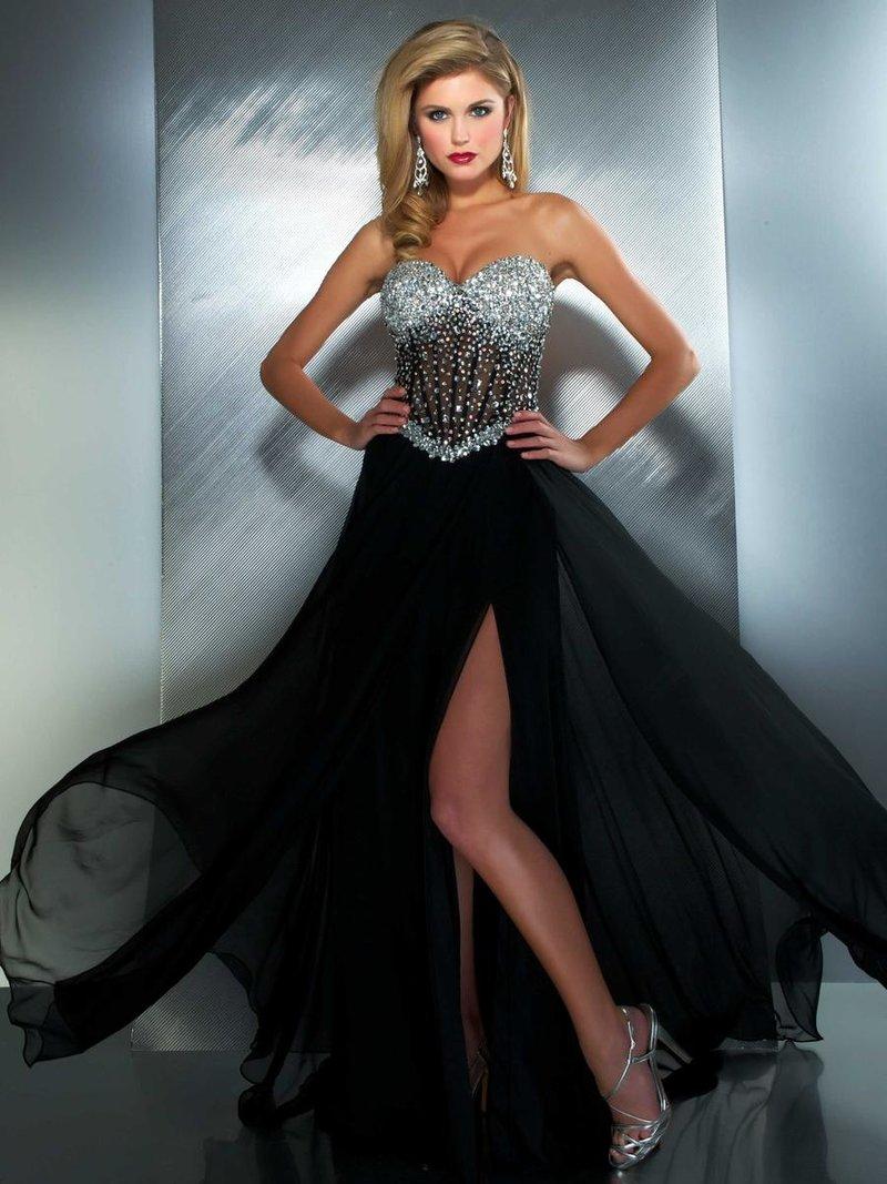 Вечернее платье с разрезом  украшенное камнями