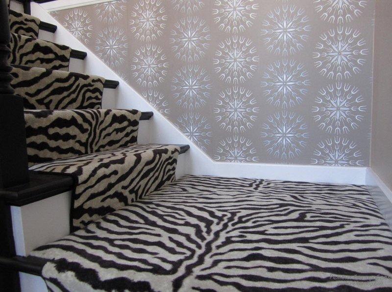 Рисунок зебра в интерьере кухни, ванной, гостиной, спальни, коридора и рабочего кабинета. Дизайнерские идеи по использованию зебры в дизайне интерьера на фото.