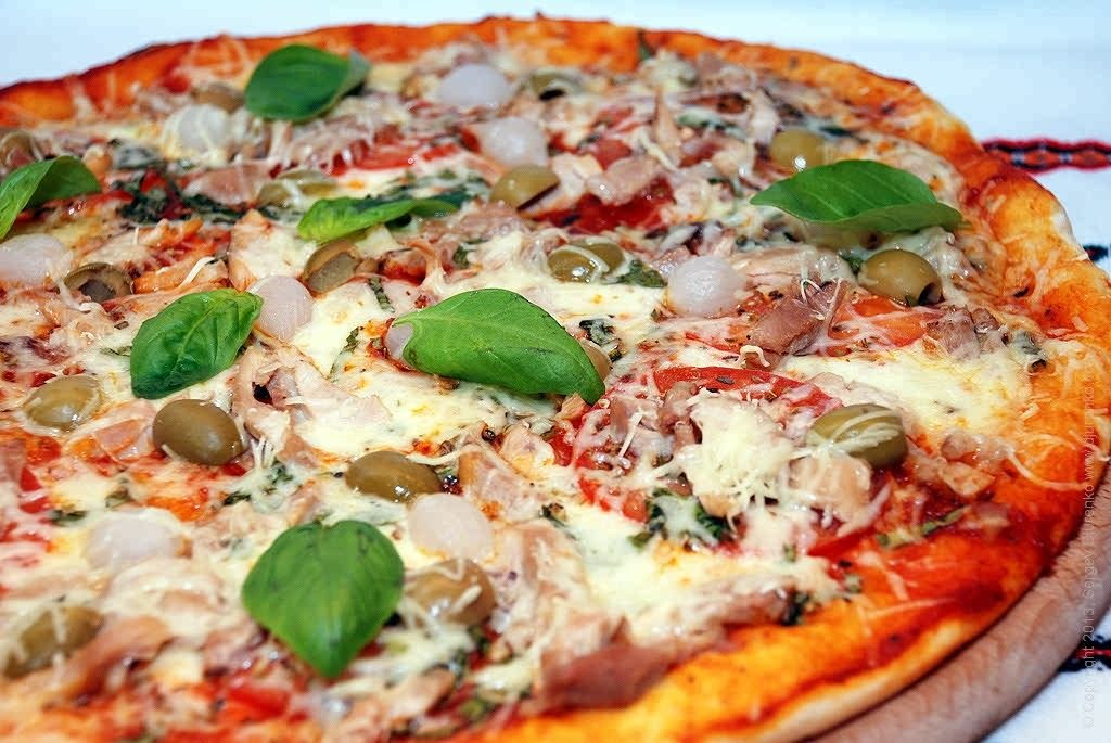 pizza pazza Our famous pizza salvatore's medium 12 pizza pizza cut into 8 pieces with lots of mozzarella all of our salvatore's old-fashioned pizzeria locations are locally owned, and the owners are committed.