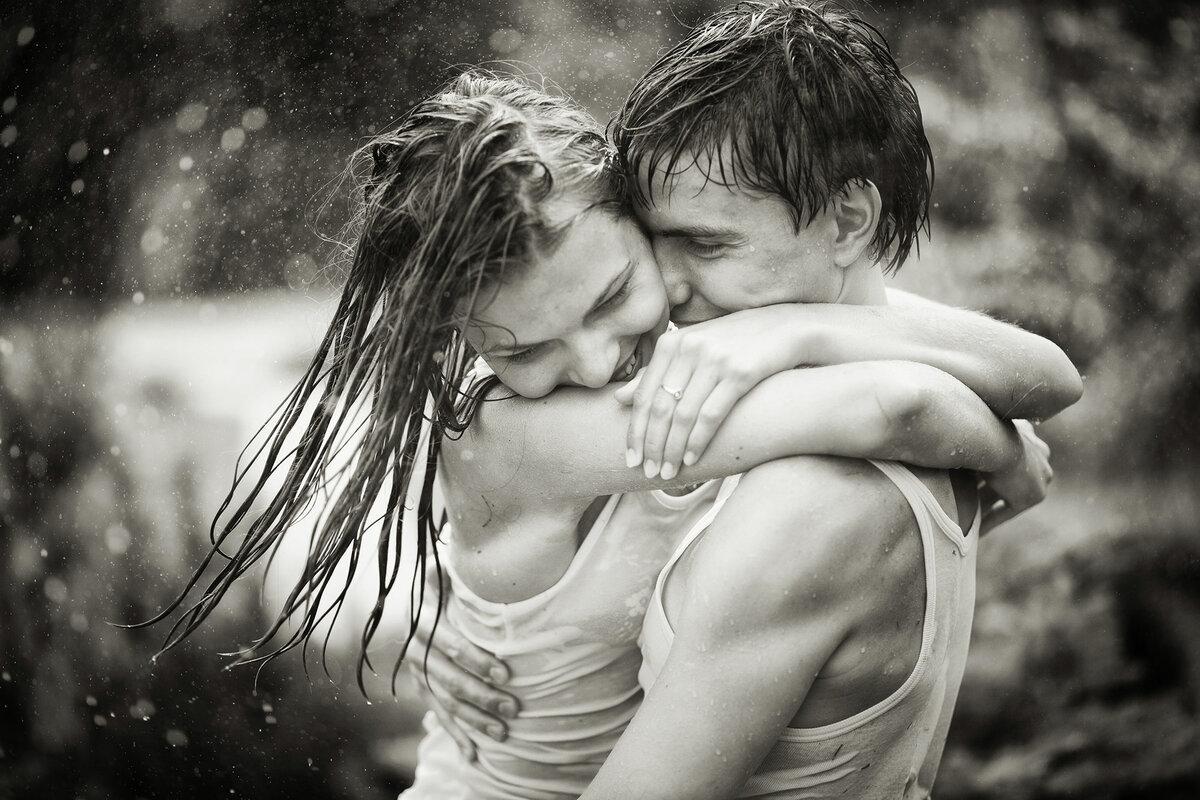 Картинка ловит поцелуй