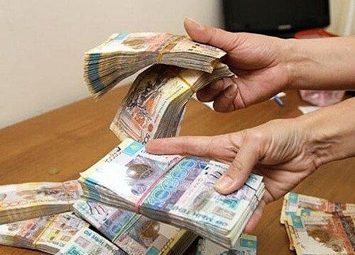 Картинки деньги тенге в руках людей