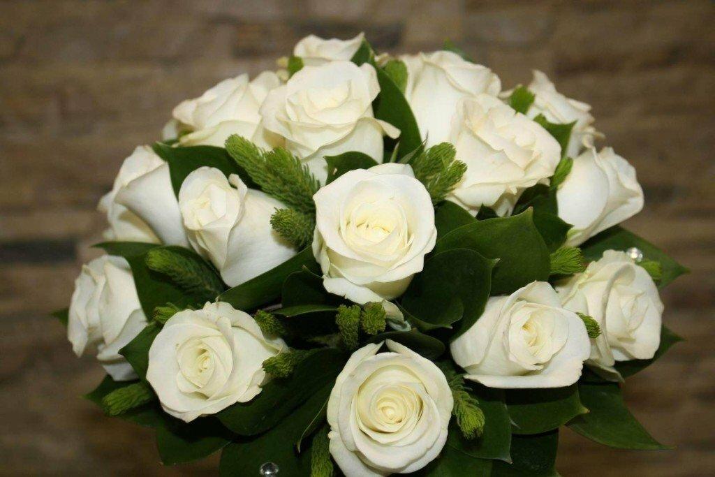 Поздравить девушку картинка белые розы