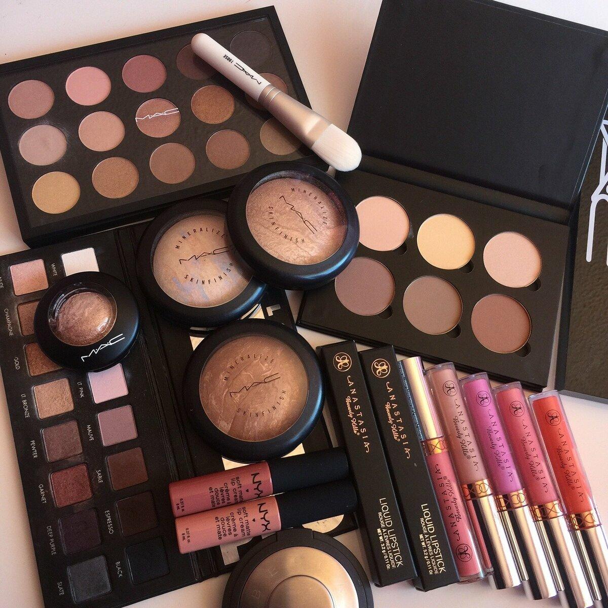 Набор косметики MAC для профессионального макияжа в Челябинске