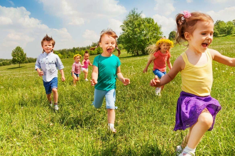 Игры с детьми летом картинки