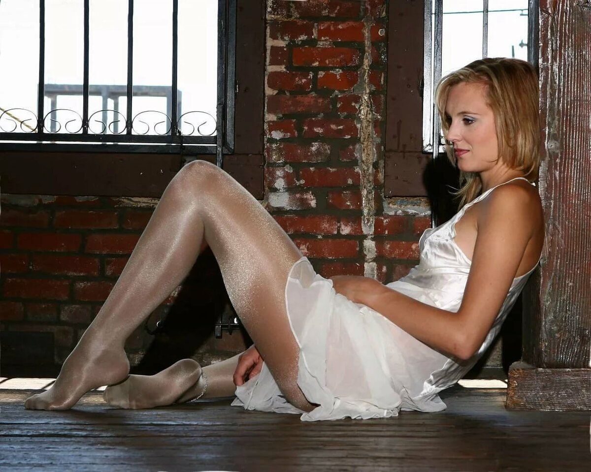 Dreamgirl in white pantyhose fucked